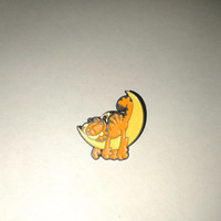 Vintage Garfield on moon  pin  - Paws  M.D.Toys  Belgium