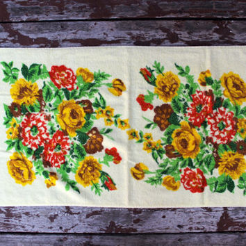 Vintage Yellow Bath Towel | Orange, Yellow & Brown Flowers with Fringe | Retro Bathroom
