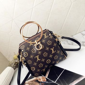 2018 new chain female bag fresh shoulder, single shoulder ring, handbag.
