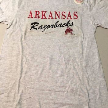 DCCKIHN ARKANSAS RAZORBACKS ENBROIDERED NCAA MEN'S TEE SHIRT MEDIUM *DIRTY SHIPPING