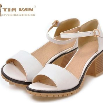 2018 summer fashion frosted Baotou a word deduction hollow size code custom with high with fine Sandals