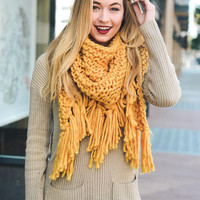 KNIT TRIANGLE SCARF