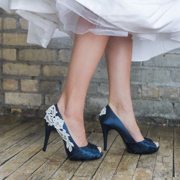 Bridal Shoes. Navy Blue Wedding Shoes, Navy Blue Heels, Blue Bridal Heels, Wedding Heels with Ivory Lace. US Size 7.5