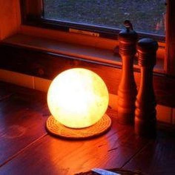HIMALAYAN GLOBE SALT LIGHT - AMBER