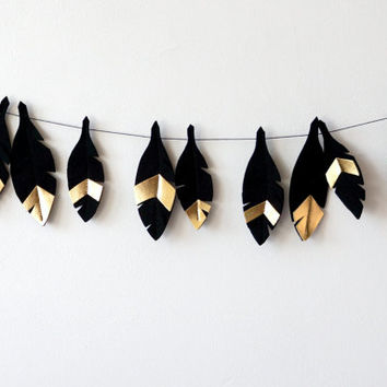 Feather Nursery Garland, Black Gold nursery decor, nursery decor idea, Nursery Design, Metallic nursery decor, Feather nursery wall hanging