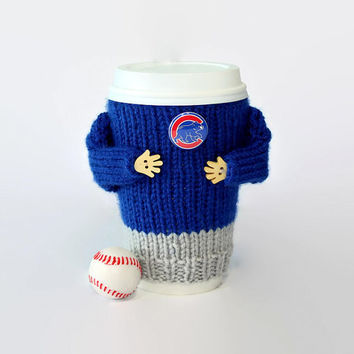 Chicago Cubs coffee cozy. MLB Chicago Cubs shirt. Baseball gift. Boyfriend gift. Coffee warmer. Travel mug cozy. Mug sweater. Starbucks cup