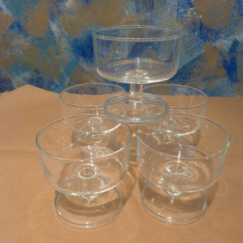 Cups of French Luminarc cristal champagne, 1970s