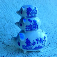 Blue willow Pattern three pigs piggy bank made in Japan
