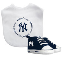 Baby Fanatic New York Yankees Bib and Pre Walkers Set