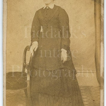 CDV Carte de Visite Photo Victorian Young Pretty Woman, Long Layered Dress Portrait - E S and Sons - Antique Photo