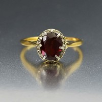 Wonderful 18K Gold Diamond and Garnet Vintage Ring