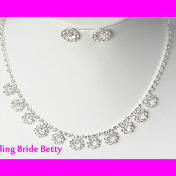 Danity and Chic Circle Shaped Rhinestone Bridal Necklace and Dainty Stud Earring