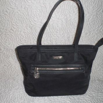 DCCKW7H MICHAEL KORS Black Nylon Leather N/S Tote Bag with MK KEY FOB