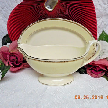Homer Laughlin China Dinnerware Viceroy, Eggshell Georgian #G3571. Gravy + Tray