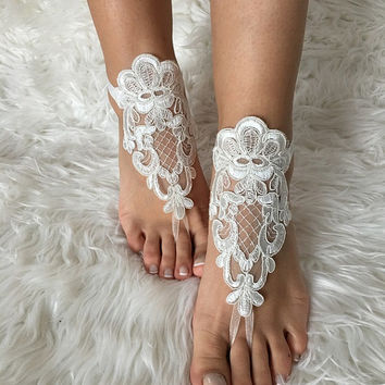 ivory lace barefoot sandals, FREE SHIP, beach wedding barefoot sandals, belly dance, lace shoes, bridesmaid gift, lace anklet