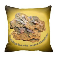 Leopard gecko design for all! throw pillow