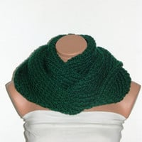 Knitted infinity Scarf. Block Infinity Scarf. Loop Scarf, Circle Scarf, Neck Warmer. Emerald Green Crochet Infinity