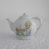 Precious Moments, Miniature Teapot, White Mini Teapot, A Monarch is Born, Enesco Collectible