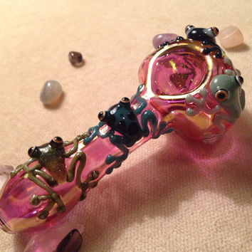 Friendly Frogs on Gold Fumed Glass Pipe