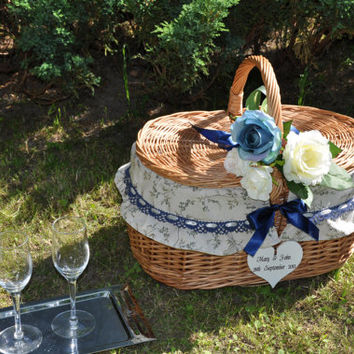 Personalized picnic basket, picnic basket, wedding gift, roses wedding bouquet, wicker basket, personalized anniversary gift, for wedding
