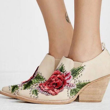 Hot Spring 2017 New British Style Fashion Women White Blue Jeans Embroidery Flower Rivets Slip On Wedge Pumps Casual Shoes