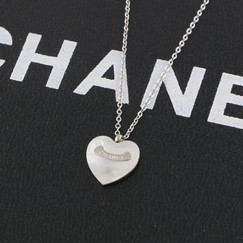 8DESS Chanel Women Fashion Heart Necklace Jewelry