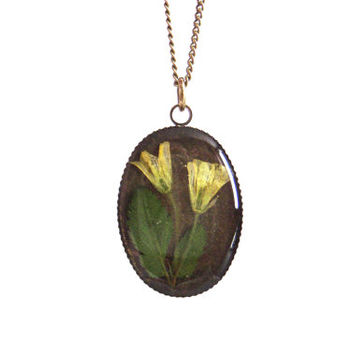 Floral necklace, Real flower necklace, Yellow flowers, Pressed flower jewelry, Nature inspired necklace, Botanical, Oval, Spring necklace