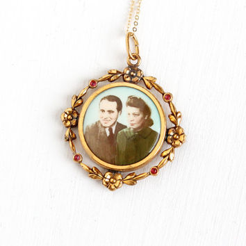 Vintage Art Deco Photographic Pendant Necklace - 1930s 1940s WWII Era Germany Old Stock Gold Filled Historical Couple Flower Picture Jewelry