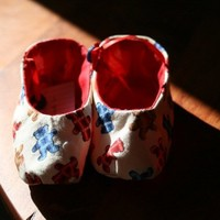 baby booties with dancing bears handmade out of cotton cloth | rocksntwigs - Children's on ArtFire