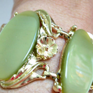 1950's Green Thermoset Bracelet - Retro Bracelet - Wide Bracelet - Lime Green - Avocado Green - Oval Bracelet - Plastic Bracelet - Vintage