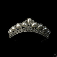 princess tiara crown,tiaras for wedding ,crystal tiara hand made for order inlaid with Crystals and tear drop pearls