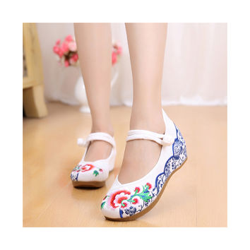 Old Beijing Cloth Vintage White Embroidered Woman Shoes Online in National Style with Beautiful Floral Designs