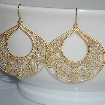 gold filigree earrings, gold flower earrings, filigree teardrop earrings