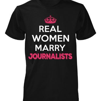 Real Women Marry Journalists. Cool Gift - Unisex Tshirt