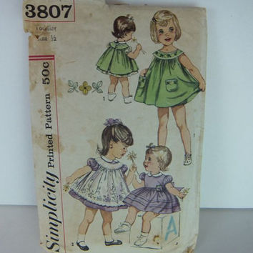 Vintage 1950s or 60s / Simplicity / Printed Sewing Pattern / Toddler Dress / Pinafore & Panties / Transfer Included