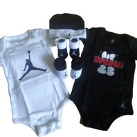 Nike Jordan Infant New Born Baby Layette 5 Pcs Set and Cellphone Anti-dust Plug