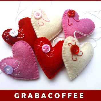 Felt heart ornament with button - hearts with bittons - Red, white and pink - Heart ornaments - Valentine's day/Christmas/Home decor