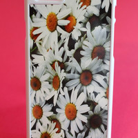 Grunge Daisies Phone Case