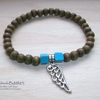 Men's stretchy bracelet of wooden beads and turquoise