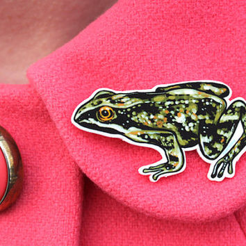 Wood frog brooch