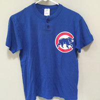 Chicago Cubs Tee Shirt, Official MLB, Cubs Jersey, Blue Cubs Henley, 2 button Tshirt, Cubs Tshirt 80s Baseball Blue Short Sleeve Henley L