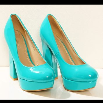 3203-3 Lacquered on a wide-heeled pumps - turquoise