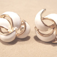 Vintage 80's White Enamel Twisted Wave Knot & Gold Post Earrings, Fashion Jewelry, Retro, Classic, Elegant, Glamour, Simple, Unique, Cute