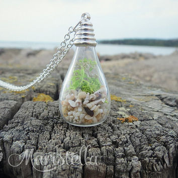 Necklace with REAL miniature seashells, REAL corals, REAL sand and Real moss. Bottle filled with shells and corals from Mediterranean sea.