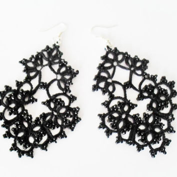 Tatted earrings with glass beads, black earrings,statement earrings crochet earrings, tatttingearings, carmentatting