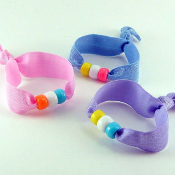 3 Elastic Hair Ties with Beads Friendship Bracelets - ponytail pastel girly kid party favor pink blue lavender - Élastiques - Ready to ship
