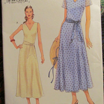 SALE Uncut Very Easy Vogue Sewing Pattern, 8023! 8-10-12-14/Small/Medium/Women's/Misses Short sleeve/Sleeveless Dresses/Formal/Casual