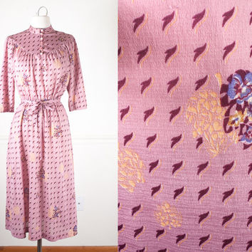 1970s Bohemian Dress / Vintage 70s Dress / Boho Chic Midi Dress / Vintage Pink Dress / Retro Novelty Print Dress / Leaf Print Peasant Dress