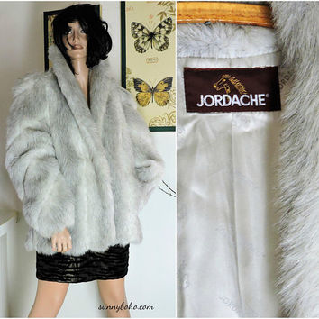 Vintage silver fox faux fur coat / size M / 80s Jordache white gray fox faux fur coat / retro vegan faux fur/ SunnyBohoVintage