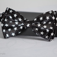Black and White Stars Bow Tie